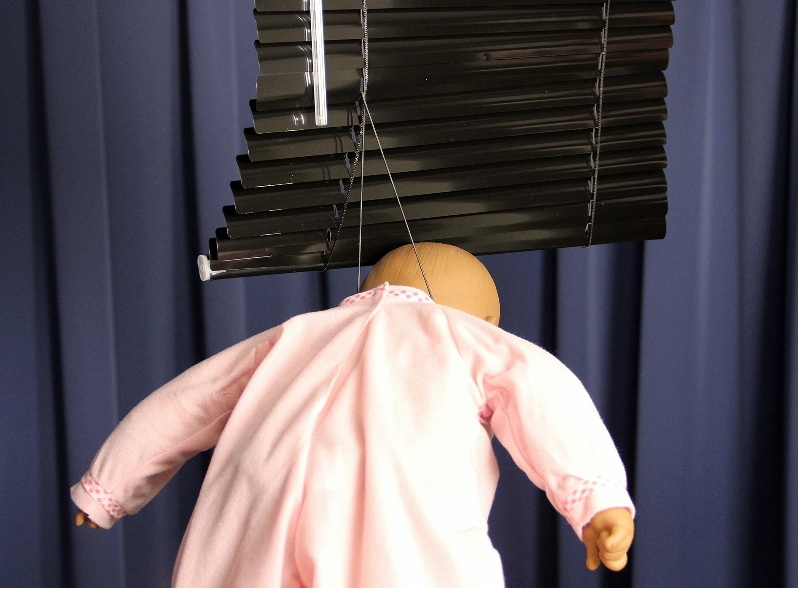 Picture of recalled horizontal window blind showing cord strangulation hazard