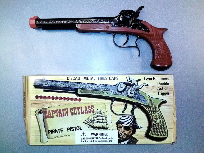 Picture of recalled toy gun and its packaging