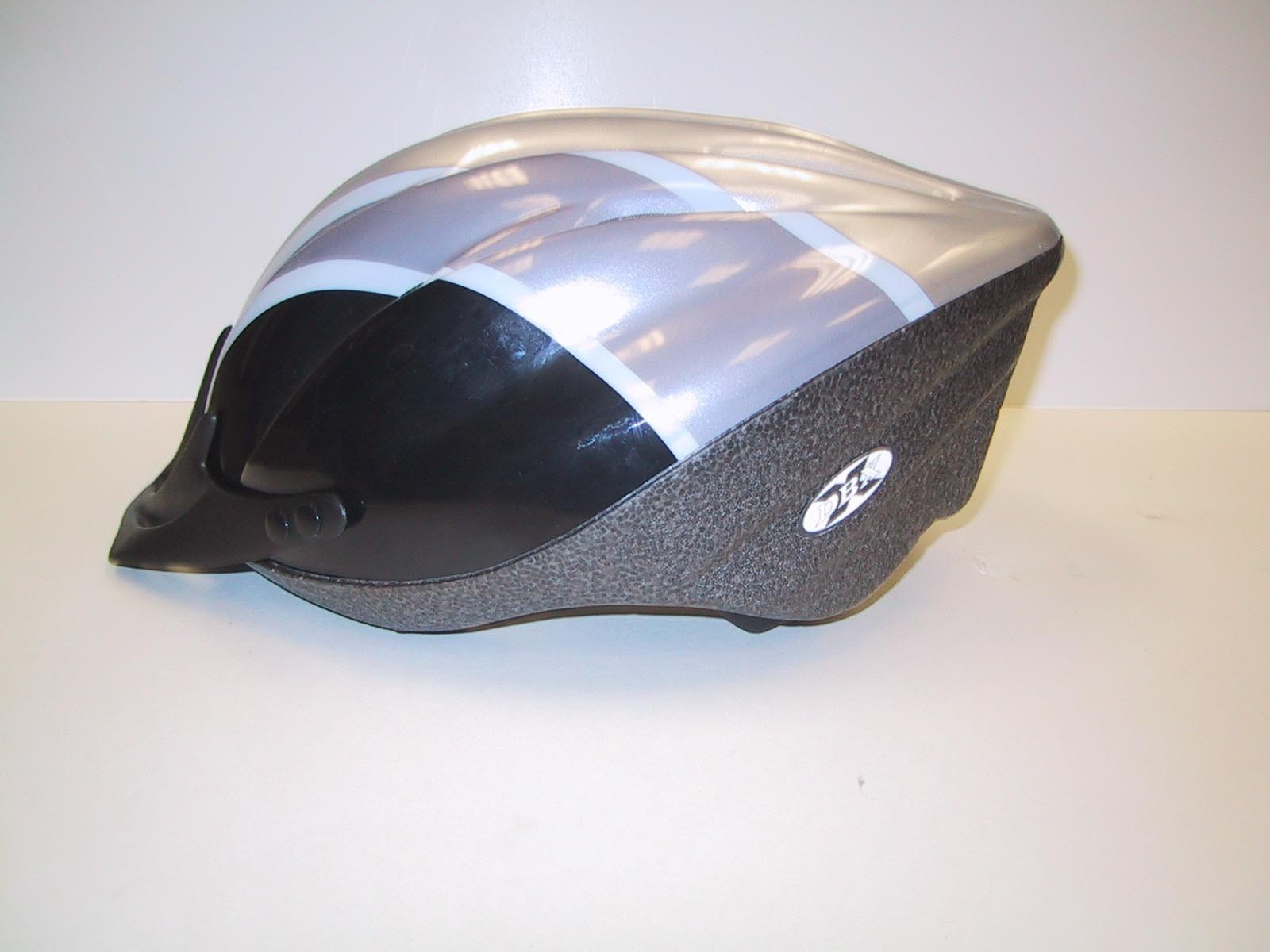 Picture of Recalled Geartec ESPY bicycle helmets