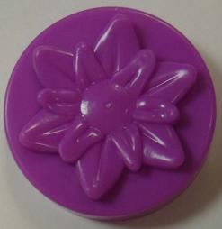 Picture of recalled jar cap with the caption 'Don't use these jar caps. They do not have vent holes and pressure can cause the jars to explode and injure consumers.'