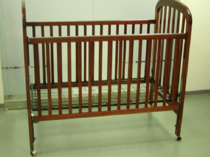 Picture of recalled 343-8280 Cottage drop-side crib version 1