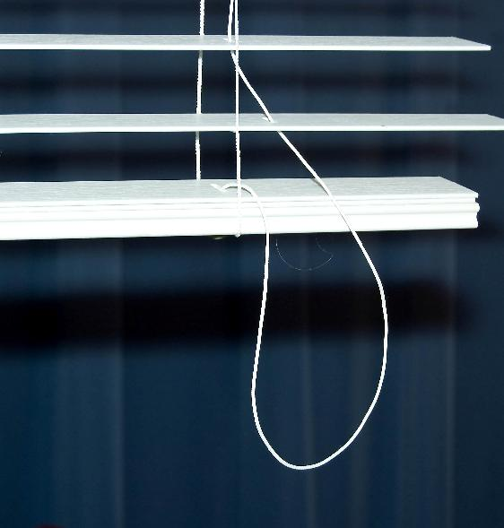 Picture of Recalled Horizontal Window Blind showing cord