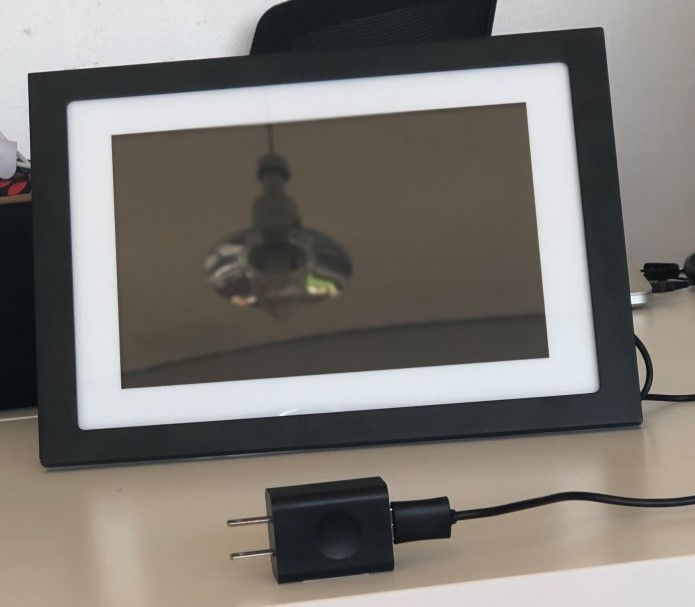 Skylight Digital Photo Frame with Series I Adapter