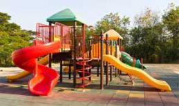 Juegos infantiles en áreas de recreo