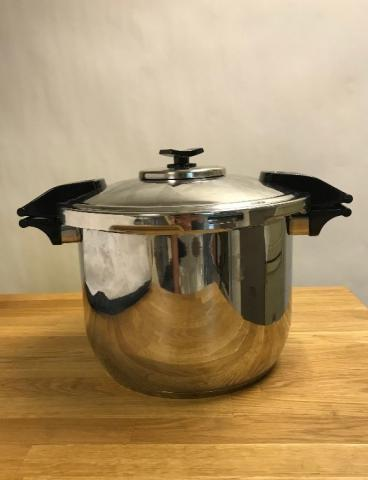 The Nutrex Cooker™ with cover