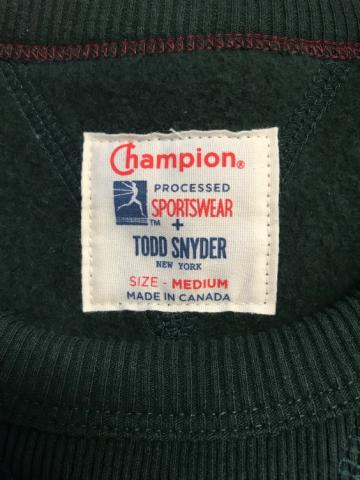 Label at the neck of the sweatshirt