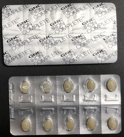 Suplemento de hierro alimenticio para mujeres de GNC Women's Iron Complete Dietary Supplement – empaque de blíster