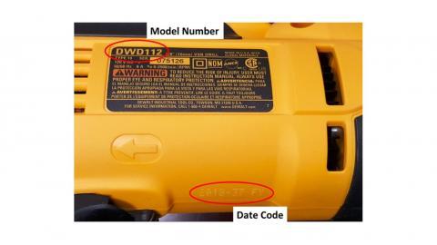 Taladro DWD112 retirado del mercado, mostrando la ubicación del número de modelo y el código de fecha. El código de fecha mostrado en la foto no cae dentro del retiro del mercado.