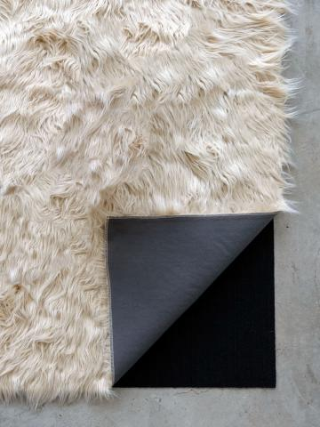 Rug's furry yarn shag cover and anti-slip floor pad bottom