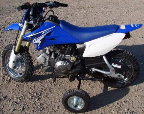 Recalled training wheels mounted on a Yamaha TT-R50