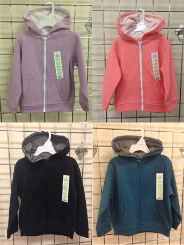 Las sudaderas de la marca Kids Korner con capucha y cremallera, retiradas del mercado, vienen en 62 distintos diseños y colores sólidos.