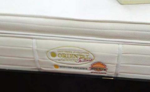 NIPOBRASILEIRA and ORIENTAL J2000 are embroidered on the side of the mattress.