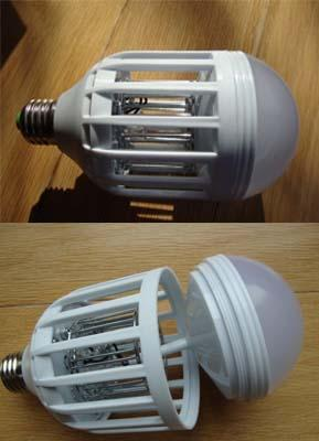 The LED light bulb's base on the Outxpro mosquito zapper can separate from the connector.