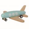 玩具飞机的橡皮轮胎会与机轮脱离,对幼儿构成气管堵塞危害。
