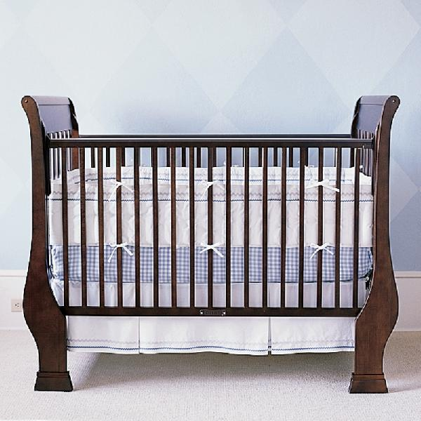 Picture of recalled drop-side crib